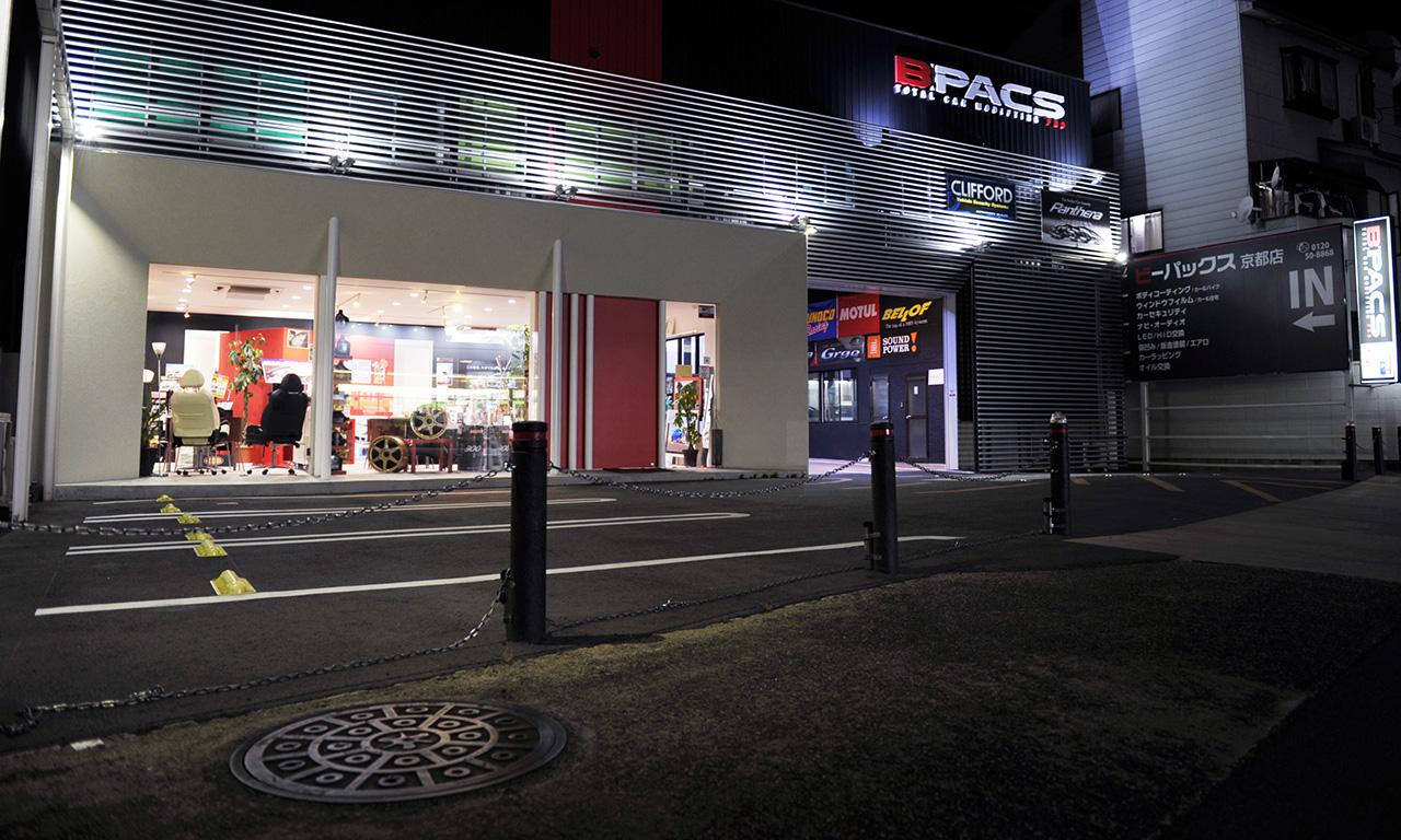 店舗前には5台の駐車スペースがあります。
