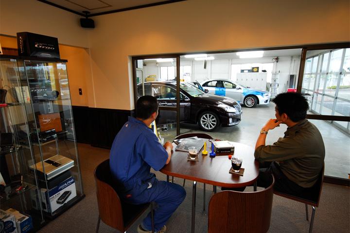 ご自身のお車を見ながら施工をお待ちいただけます